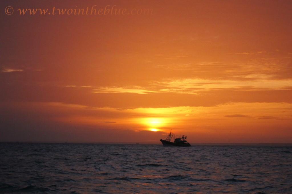 fishing-boat-sunrise